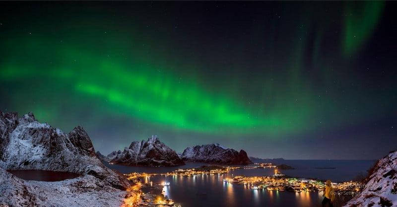 The Northern Lights theme