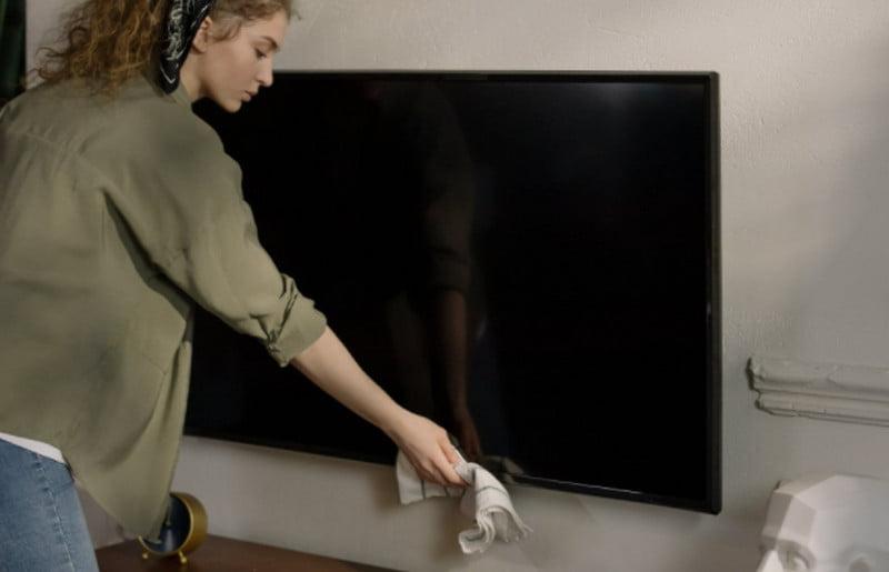 clean tv screen
